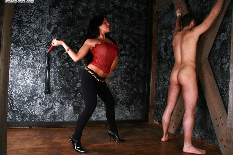 http://underfeet.femdomworld.com/106/03/qqi602850/pics/img05.jpg